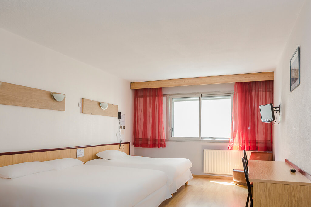hotel grenoble gare chambre quadruple