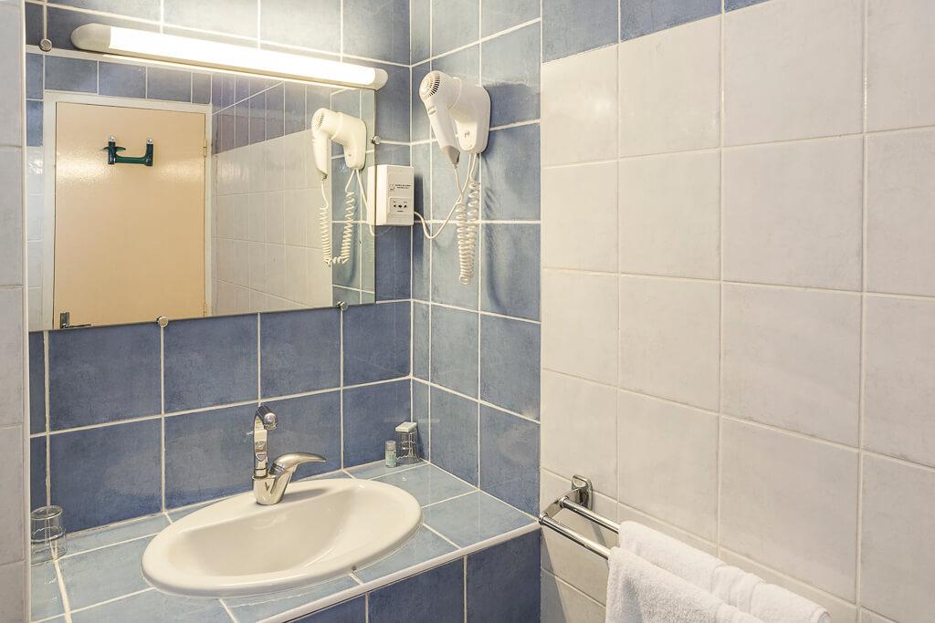 hotel grenoble gare salle de bain