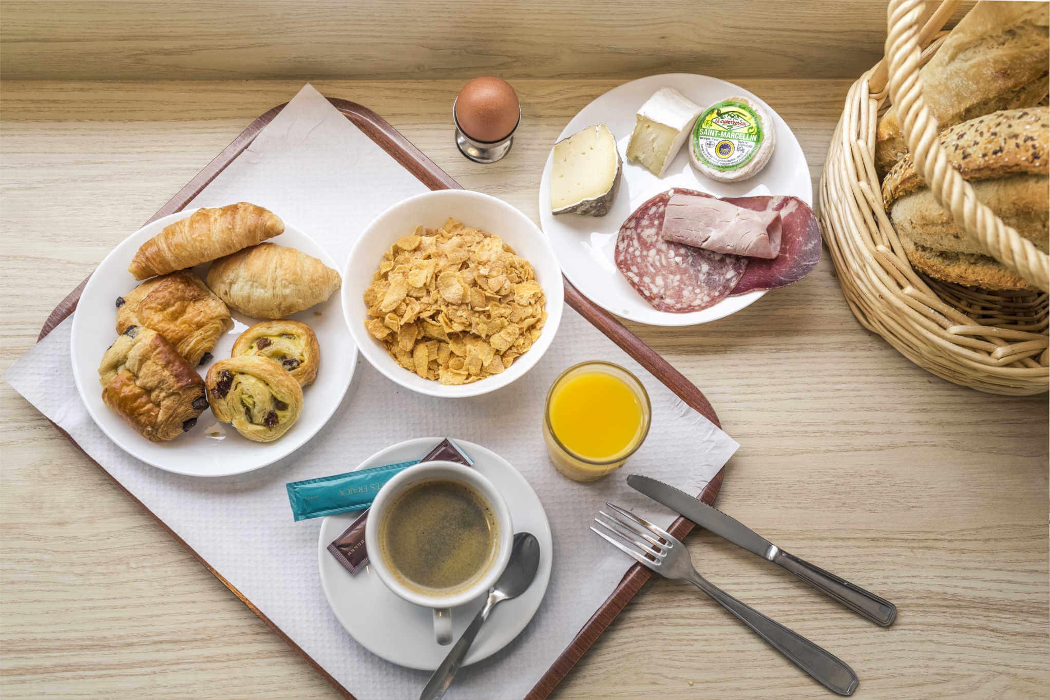 petit_dejeuner_plateau